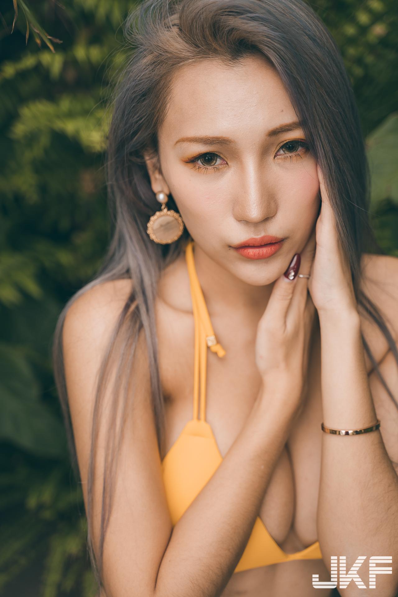 34G is hot! Taiwanese Girl Yun Yun Bikini photos