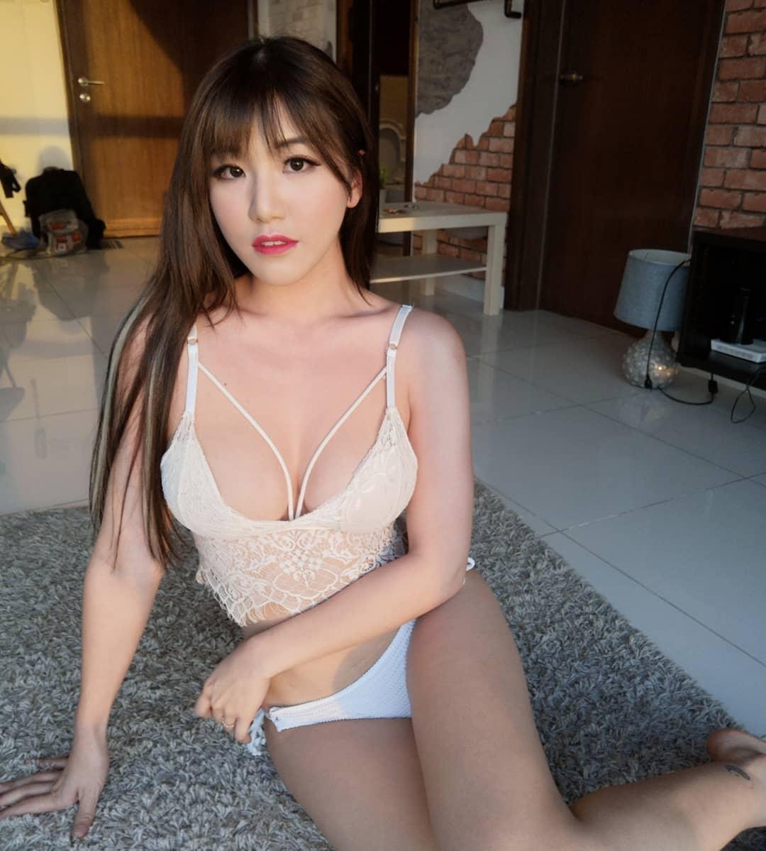 Asian Sirens · Siew Pui Yi
