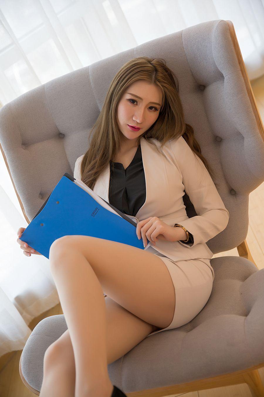 TouTiao Girls 2020-03-28 Office Lady