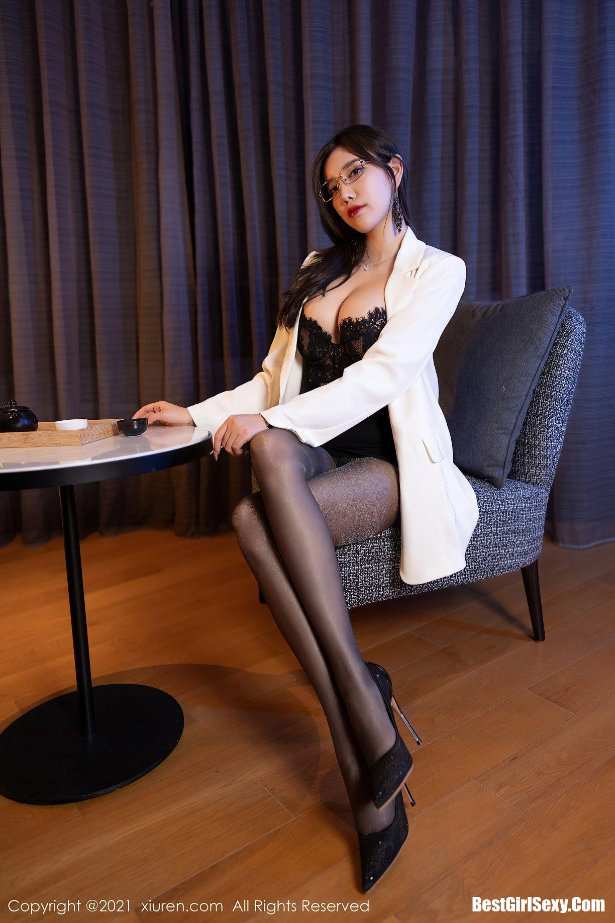 杨晨晨Yome, Yang Chen Chen, XiuRen秀人网 No.3781 Yang Chen Chen, XiuRen秀人网 No.3781